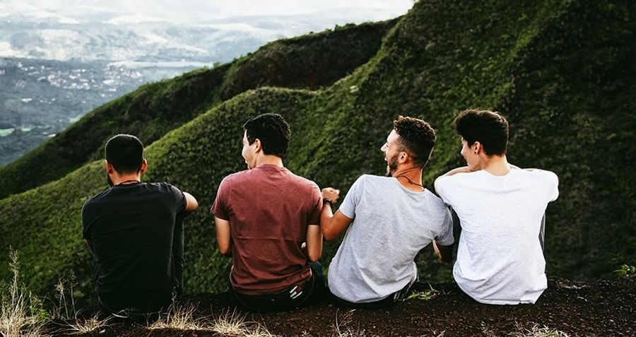 A-group-of-students-sit-on-a-mountain