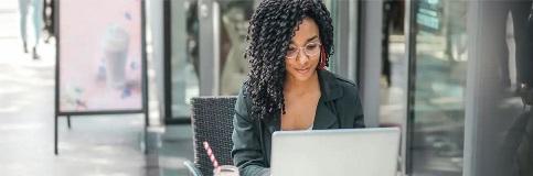 woman-on-laptop-reading
