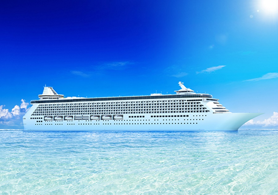 cruise-ship-in-clear-water-with-clouds-wave-season