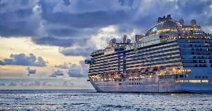 cruise-ship-on-water-with-cloudy-sky-trip-insurance