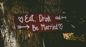 sign-on-tree-says-eat-drinks-and-be-married