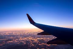 A-plane-flies-through-clouds