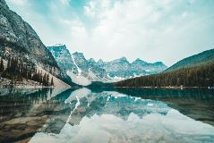 Canadian-mountains-and-lake
