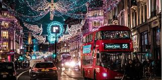 A-Christmas-scene-in-London